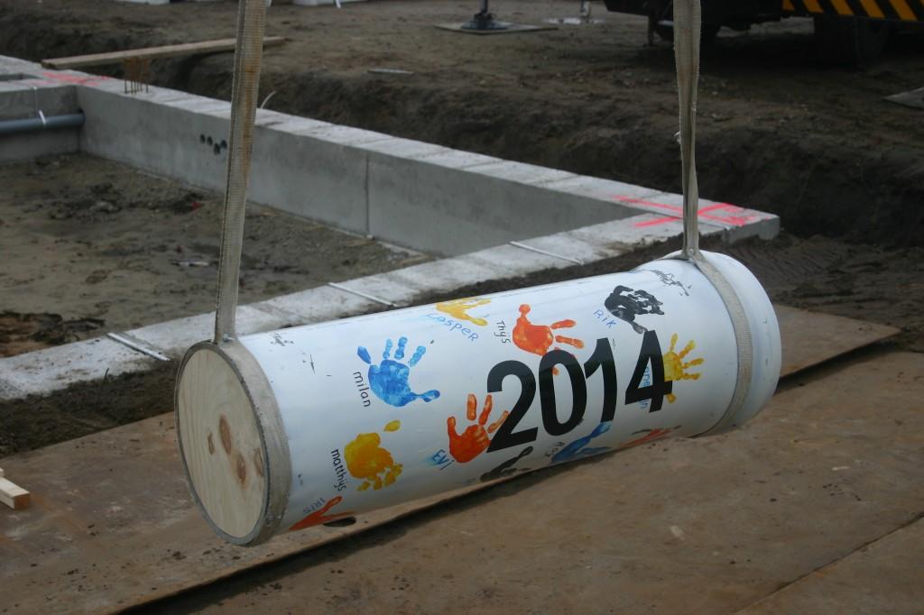In beton storten tijdcapsule als startschot bouwproject 't Erf ...